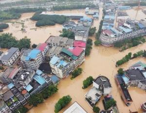 """柳州这地方已成""""泽国"""" 洪水漫灌进街,附近汪洋一片"""