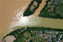 洪峰过后现奇观 航拍融江与浪溪江交汇处(组图)