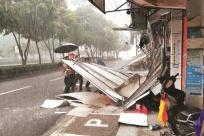 7月28日焦点图:手机pt电子技巧一广告牌倒塌砸中躲雨女子