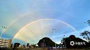 廣西:沿海一帶雨勢仍較強 桂林雨后驚現雙彩虹
