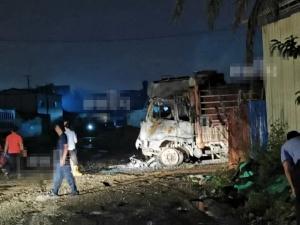 柳州一停車場旁發生火災 多輛大貨車被燒毀