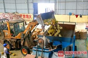 東興海關銷毀31.65噸走私榴蓮,處理后變有機肥
