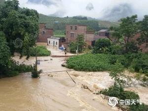 河池多地遭遇暴雨严�u重积涝!广西强降雨仍在持①续