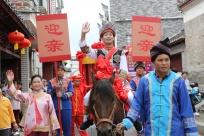 忻城:土司古城传统壮族婚礼引游客驻足(图)