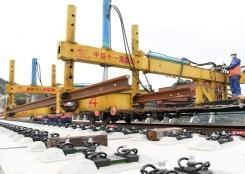 跨线铺轨技术在郑万高铁重庆段正式运用