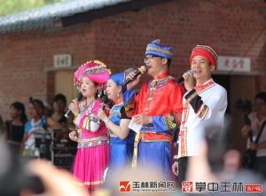 """""""少数民族村""""上演民俗文化盛宴"""