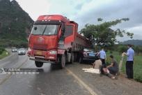 武宣:货车失控撞小车 4人获救被送往医院治疗(图)