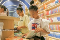 广西全州:暑期来临 书店迎来读书热(图)