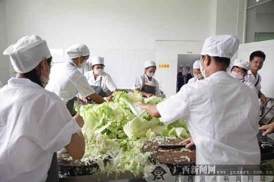 邕宁区启动农村义务教育学生营养改善计划