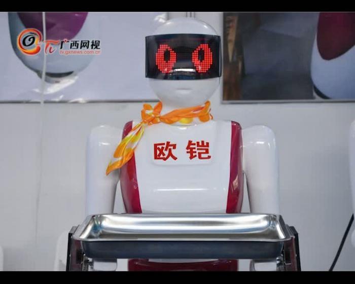 [回顾]智能机器人惊艳亮相 与观众欢乐互动