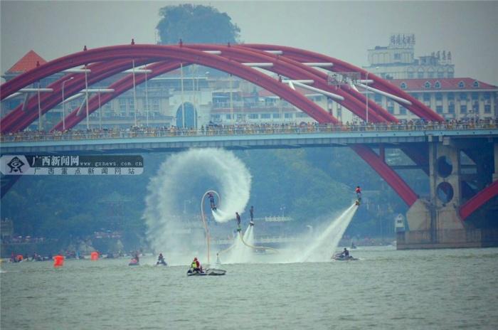 2015ag电子游艺官网国际水上狂欢节开幕 水陆大巡游尽狂欢