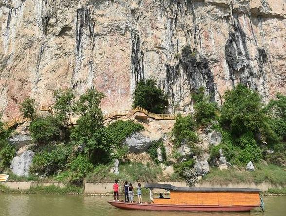 广西着力保护左江花山岩画