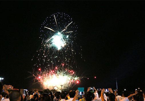 高清图集:壮乡儿女欢天喜地 共庆花山申遗成功