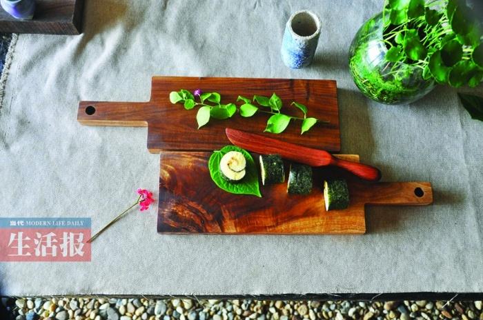 高清:小伙的创意木工之路:木质餐具里的艺术追求