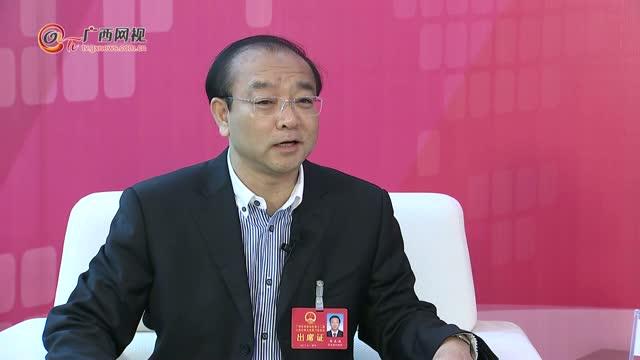 韦正业代表:打造四大示范区带领百姓脱贫致富