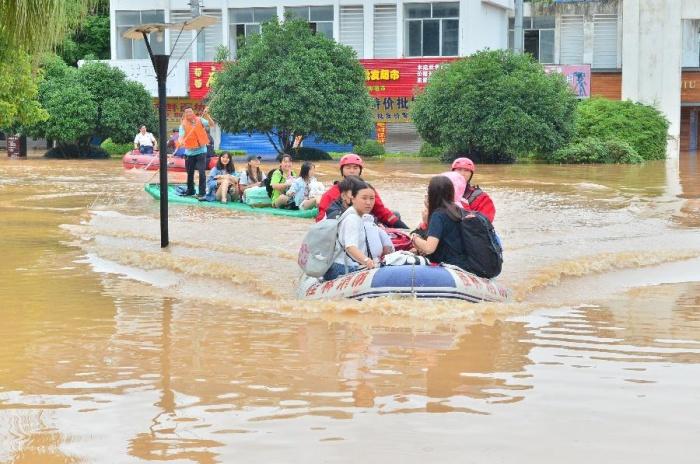"""强降雨为何带来如此""""大考"""" 解析广西洪灾三大成因"""