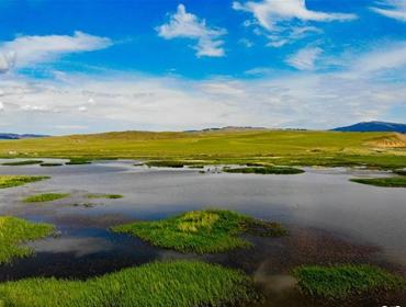 新疆哈密草原美如画