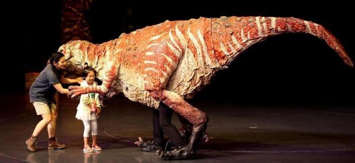 儿童剧《恐龙动物园》在沪上演