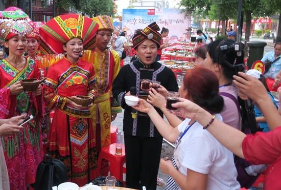 田阳田州古城举办特色壮乡宴迎接中元节(图)