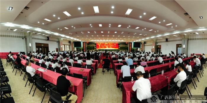 第二届感动国寿十大人物事迹巡讲在南宁举行