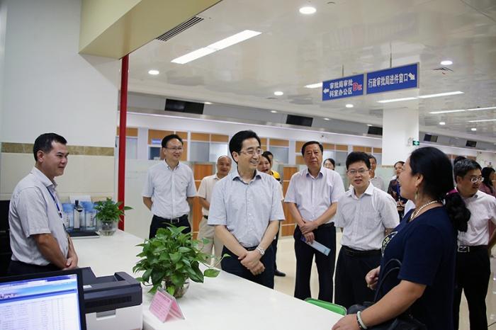 张晓钦率调研组赴钦州和北海调研优化营商环境情况