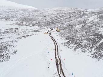西藏山体滑坡便道修通