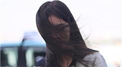 鞠婧祎唯美撩发被大风吹成贞子