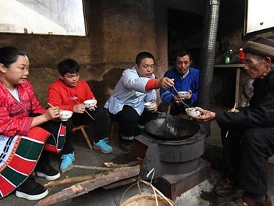 [图片故事]和谐多民族家庭