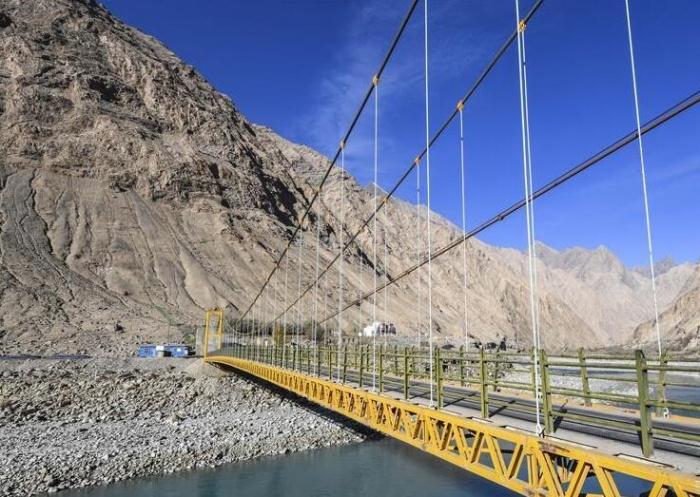 新疆:修路助脱贫