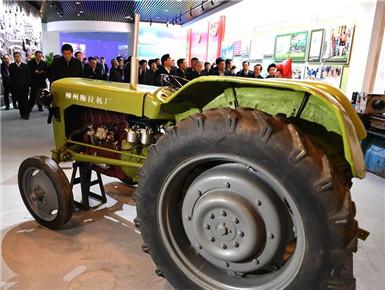 广西壮族自治区成立60周年大型成就展开幕