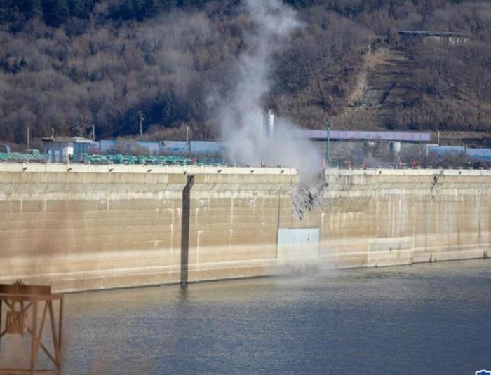 吉林丰满水电站原大坝爆破