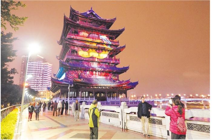 极速大发时时彩唯一的一座裸眼3D室外投影秀在南宁上演(图)