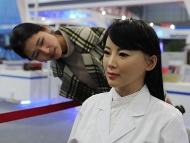 """美女机器人""""医佳""""亮相"""