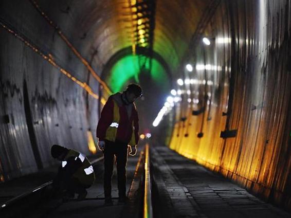 乌鞘岭特长隧道信号系统更新
