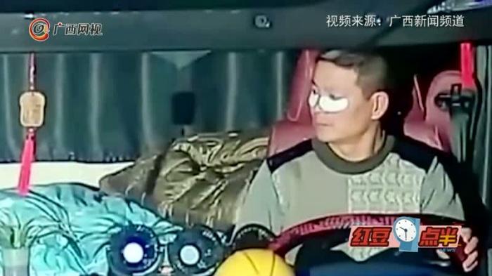 为防止自己疲劳驾驶 货车司机敷眼膜开车