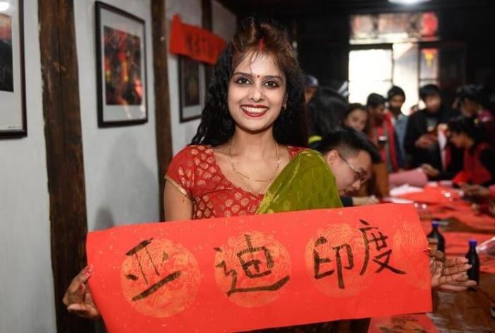 外国人在中国乡村体验民俗