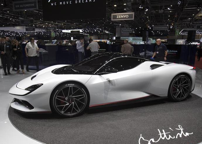 新车闪耀日内瓦国际车展