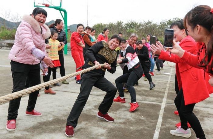 """柳城妇女开展趣味活动庆祝""""三八""""妇女节(组图)"""