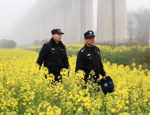 新老民警共护合福高铁线