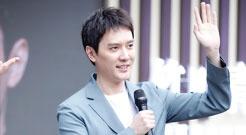 冯绍峰当奶爸后首次公开亮相