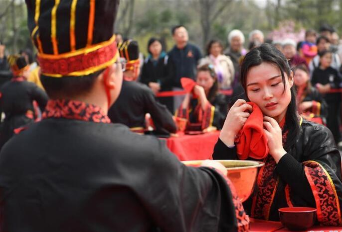 安徽:漢式婚禮展現古典魅力
