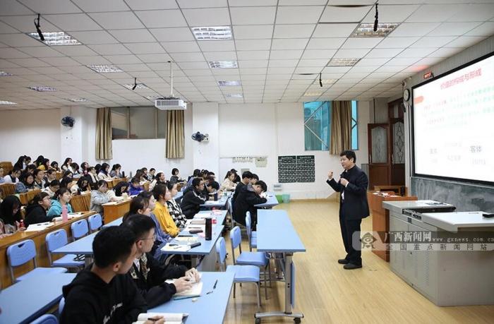 """如何让学生爱上思政课?南宁师大构建起""""三三制""""教学模式"""