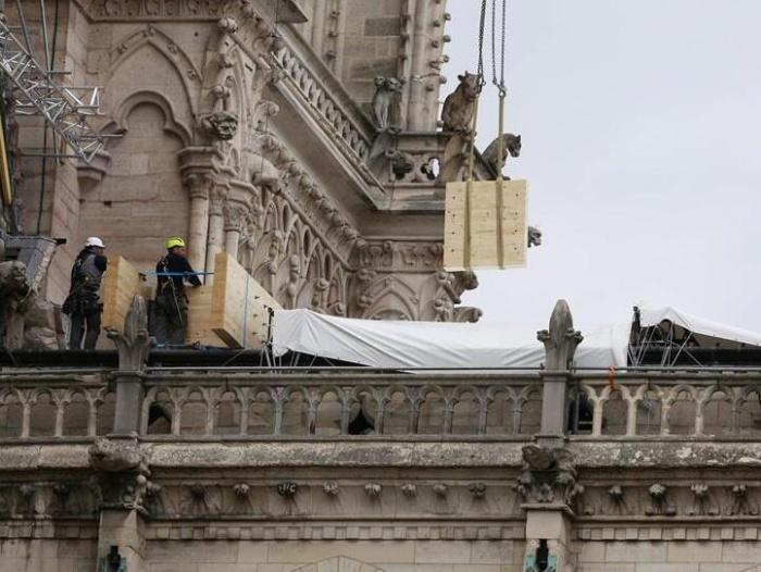 巴黎圣母院安装防雨装置