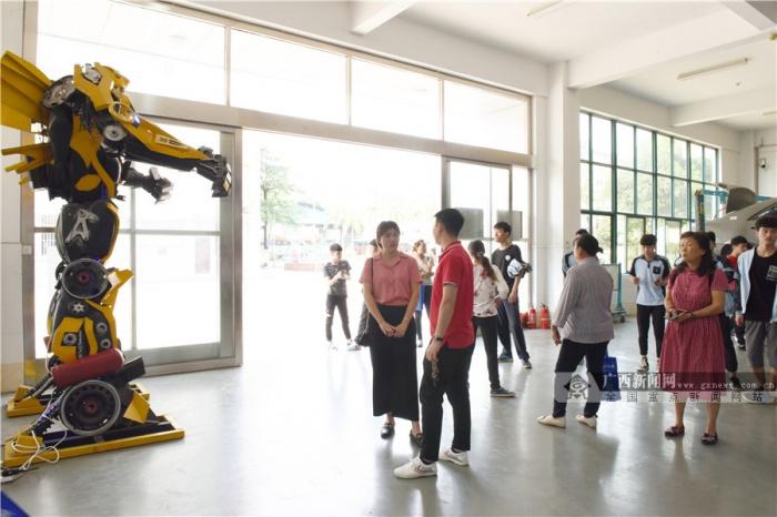 图:南宁四职校园开放日 一场惊喜快乐的奇妙体验