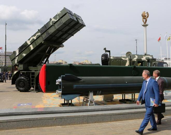 第九届白俄罗斯军工展在明斯克开幕