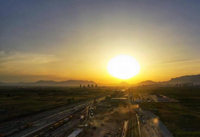 京张高铁怀来站主体工程完工