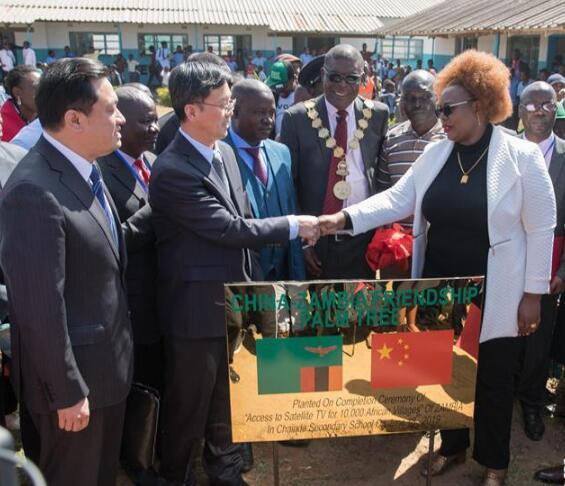 """中国援非""""万村通""""赞比亚项目竣工"""