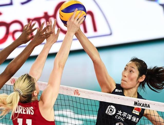 女排联赛:中国队不敌美国队