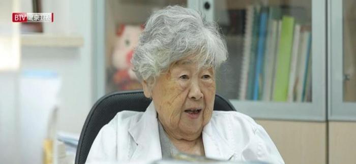 """98歲""""上班族""""堅守一線感動網友"""