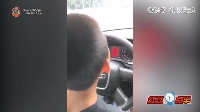 柳州7岁男孩开车上闹市马路